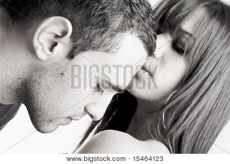 jovem casal, no amor, close-up, preto e branco