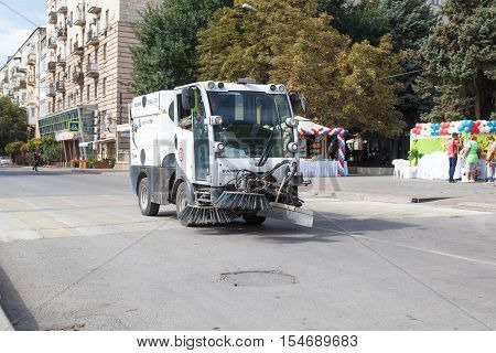 The Garbage-disposal Car Goes On The Road