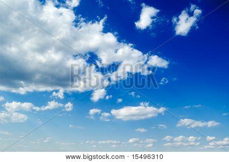 nubes mullidas blancas