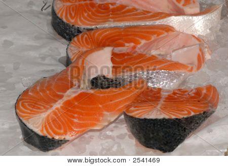 Filete de salmón sobre losa de Pescadero