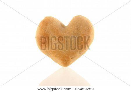 Una galleta en forma de corazón con reflexión
