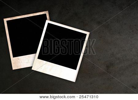Zwei alte leere Rahmen