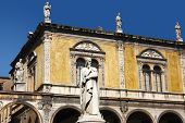 pic of alighieri  - Photo of Dante square in Verone - JPG