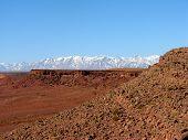 Постер, плакат: Заснеженные горы и скалистые пустыни