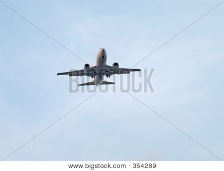 Airliner Flyover