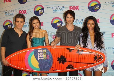 LOS ANGELES - JUL 22:  Paul Wesley, Nina Dobrev, Ian Somerhalder, Kat Graham in the Press Room of the 2012 Teen Choice Awards at Gibson Ampitheatre on July 22, 2012 in Los Angeles, CA