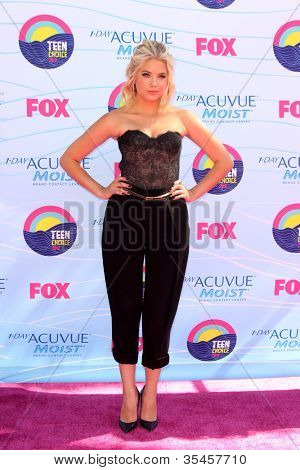 LOS ANGELES - JUL 22:  Ashley Benson arriving at the 2012 Teen Choice Awards at Gibson Ampitheatre on July 22, 2012 in Los Angeles, CA