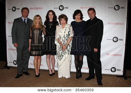 LOS ANGELES - JUL 21: Hugh Bonneville, Joanne Froggatt, Michelle Dockery, Shirley MacLaine, Elizabeth McGovern, Brendan Coyle at a photocall for