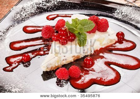 cheesecake with red currant and mint