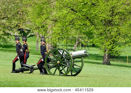 LONDON - UK, MAY 08: The King's Troop in Green Park ready to remove his cannons after firing gun salutes for the State Opening of Parliament on May 8, 2013 in London.