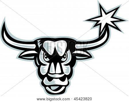 Cabeza de Toro enojado frente Retro