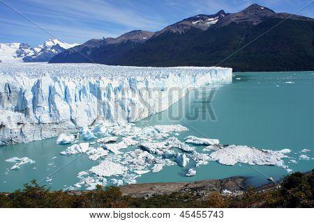 Cyan Perito Moreno