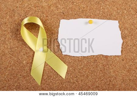 Fita amarela e cartão em branco