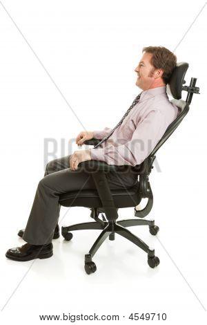 Relaxando na cadeira ergonômica