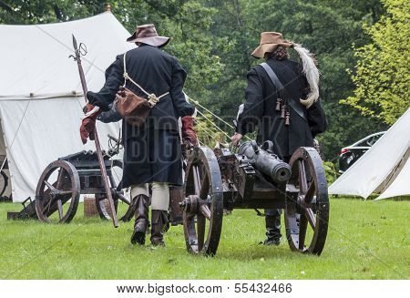 History Fans Dressed As 17Th Century Mercenary Move Historical Cannon