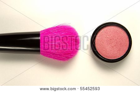 Makeup brush with rose pink mineral blusher
