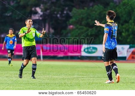 Sisaket Thailand-may 21: Surapon Sawangjitt (referee) In Action During Thaicom Fa Cup Between Sisake