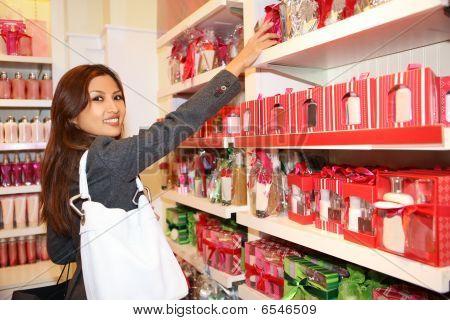 Mujer compras durante vacaciones