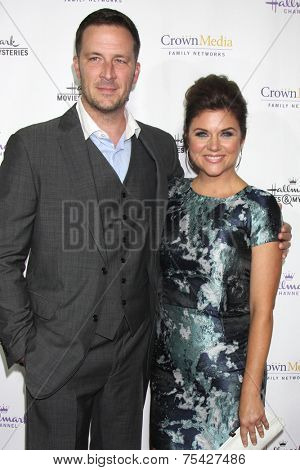 LOS ANGELES - NOV 4:  Brady Smith, Tiffani Thiessen at the Hallmark Channel's