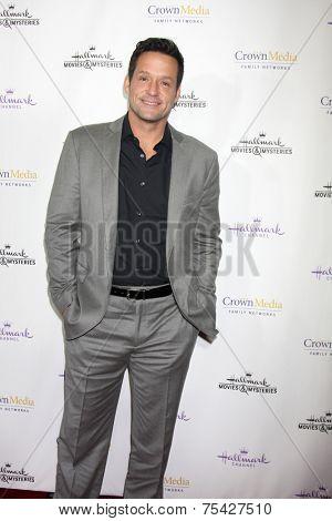 LOS ANGELES - NOV 4:  Josh Hopkins at the Hallmark Channel's