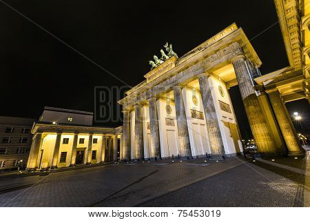 Brandenburg Gate (brandenburger Tor) In Berlin