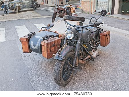 Military Motorcycle Bmw R75