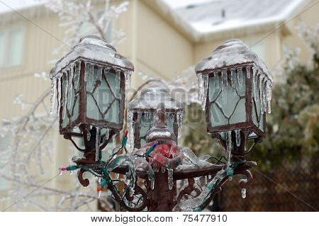 Frozen Post Lamp