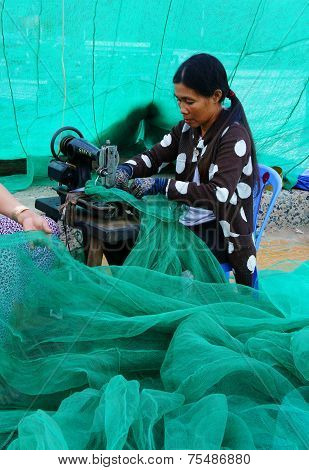 Vietnamese Woman Sew Fishing Net