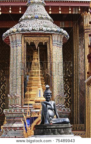Wat Phra Kaew In Bangkok (emerald Buddha)