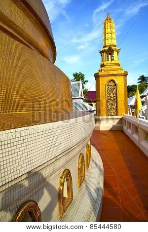 Gold    Temple   In   Bangkok  Thailand Incision Of