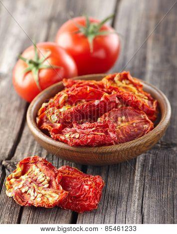Fresh and dry tomato
