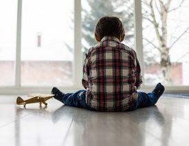 picture of sad  - Sad kid sitting on floor - JPG