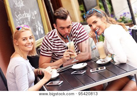 A picture of a group of friends resting in an outdoor cafe