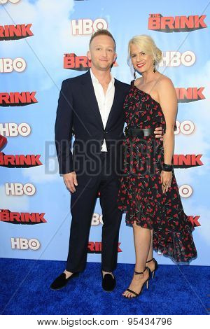 LOS ANGELES - JUN 8: Eric Ladin, Katy Ladin at the Premiere of HBO's 'The Brink' at the Paramount Theater at Paramount Studios on June 8, 2015 in Los Angeles, CA