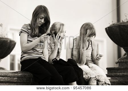 Group of teen girls calling on the cell phones