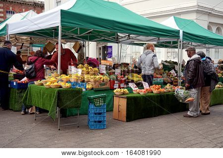 Basingstoke, Uk - Jan 04 2016: Unidentified Market Traders And Customers At A Fruit Stall In The Mar