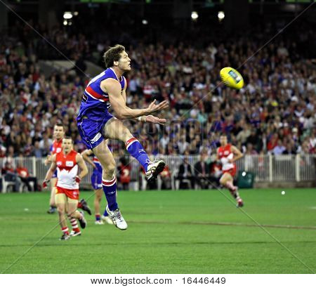MELBOURNE - SEPTEMBER 12: Will Minson takes a chest mark in the AFL second semi final - Western Bulldogs vs Sydney Swans, September 2008