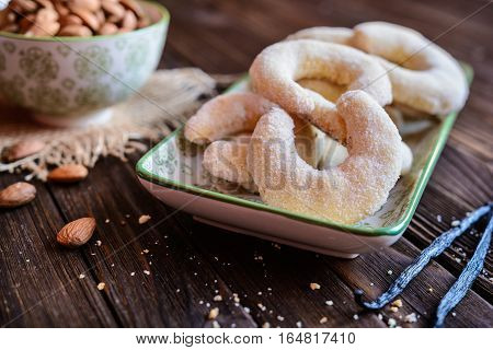 Vanilla Crescents With Almond