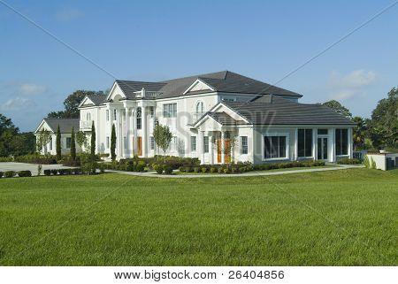 riesigen gehobenen amerikanischen Haus/Villa mit schöne Landschaftsbau
