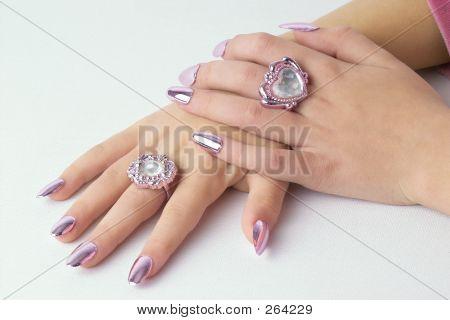 Mãos postas de bonitas