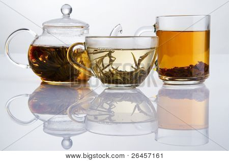 Постер, плакат: Различные виды чая черный зеленый и белый, холст на подрамнике