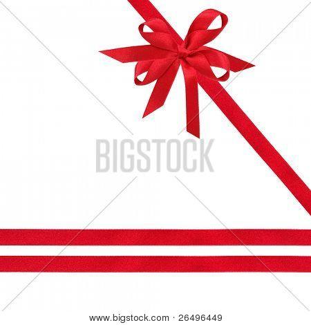 Rote Satinschleife und Bogen over white Background.