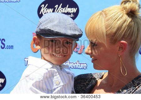 LOS ANGELES - 19 de ago: Jaime Pressly, filho Desi 'The Oogieloves em The Big balão Adventure' LA PR