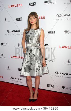 LOS ANGELES - AUG 22:  Bella Heathcote arrives at the
