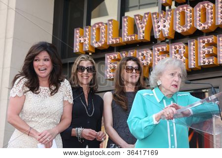 LOS ANGELES - AUG 22:  Valerie Bertinelli, Betty White,  Wendie Malick, Jane Leeves at the ceremony for Valerie's Hollywood Walk of Fame Star at Hollywood Blvd. on August 22, 2012 in Los Angeles, CA