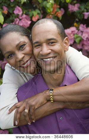 Glückliche Afroamerikaner paar angenehme Zeit zusammen