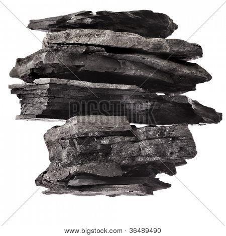 Torre de la pila de carbón negro aislado sobre fondo blanco