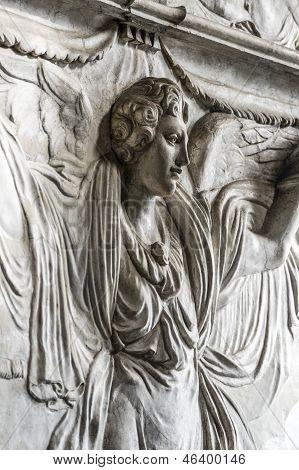 Santa Maria Delle Grazie (milan): Sculpture