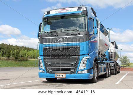 Volvo FH 450 Bulk Transport Truck And Trailer