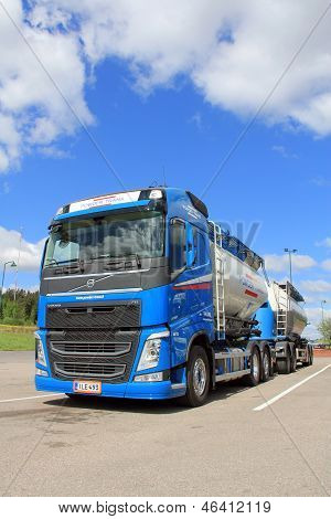 Volvo FH 450 Bulk Transport Truck And Trailer